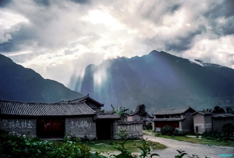 Daju village scene © Carl Welsby