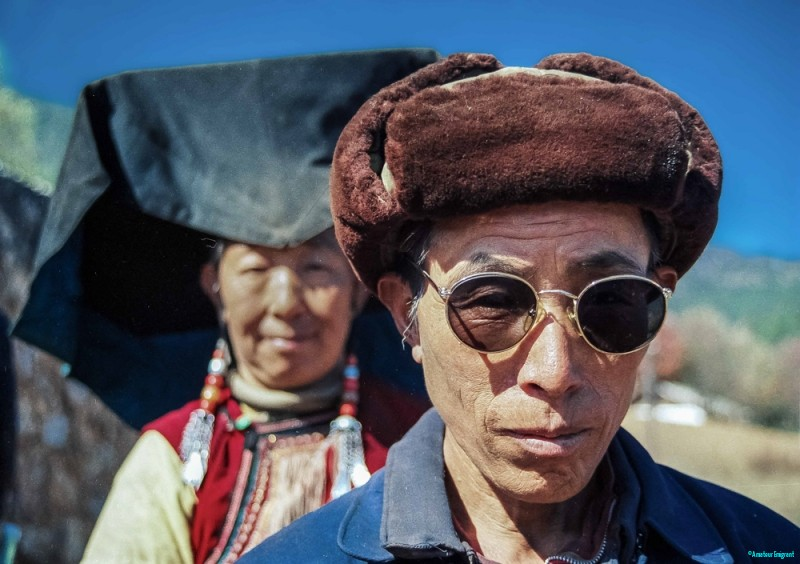 Man and woman of Yi ethnic minority © Carl Welsby