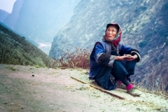 Elderly traveller taking a break, Tiger Leaping Gorge © Carl Welsby