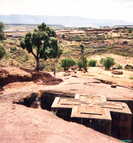 View-from-the-surface-of-St-Georges-church-Lalibela-Ethiopia.-The-rest-is-cut-down-into-the-bedrock