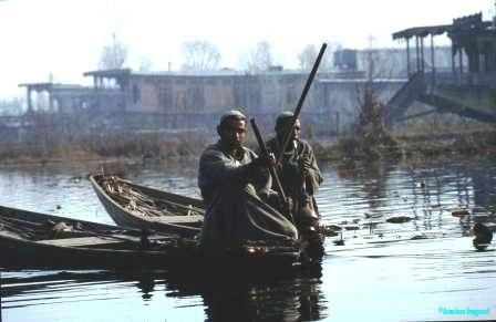 Kashmiri-men-in-shikhara.-1