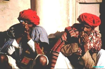 Reprobates-enjoying-a-chillum-Pushkar-Rajasthan-India