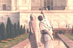 Indians-are-just-as-taken-with-their-national-treasures.-Taj-Mahal-Agra-India