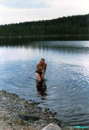 Good-God-Swimming-across-the-Arctic-Circle-Sweden