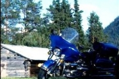 Incongruous-Electraglide-in-blue.-Tannas-Sweden