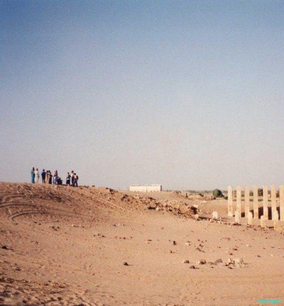 Overlooking-temple-remains-at-Marib-Yemen