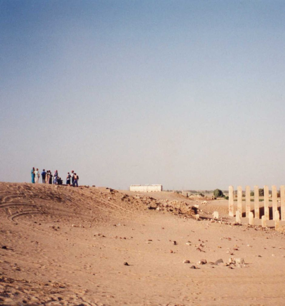 overlooking-temple-remains-at-marib-yemen