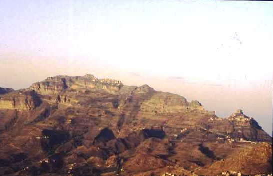 Settlements along a ridge, N Yemen